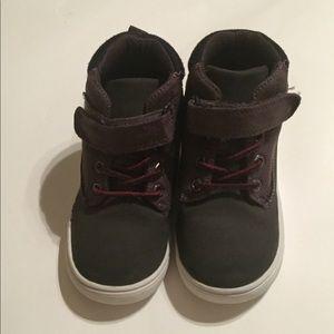 Toddler boy sneaker ( size10)